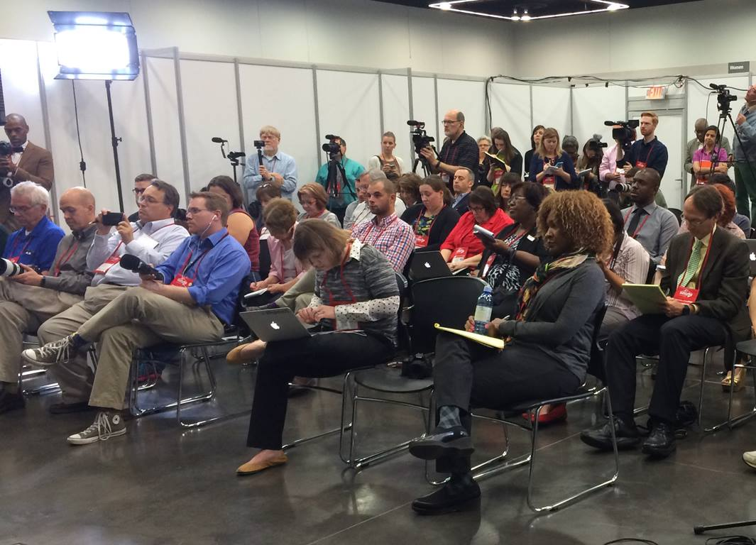 Credentialed press crowd into a news conference hosted by United Methodist Communications at the 2016 General Conference in Portland, Oregon. Photo by Laura Buchanan, United Methodist Communications.