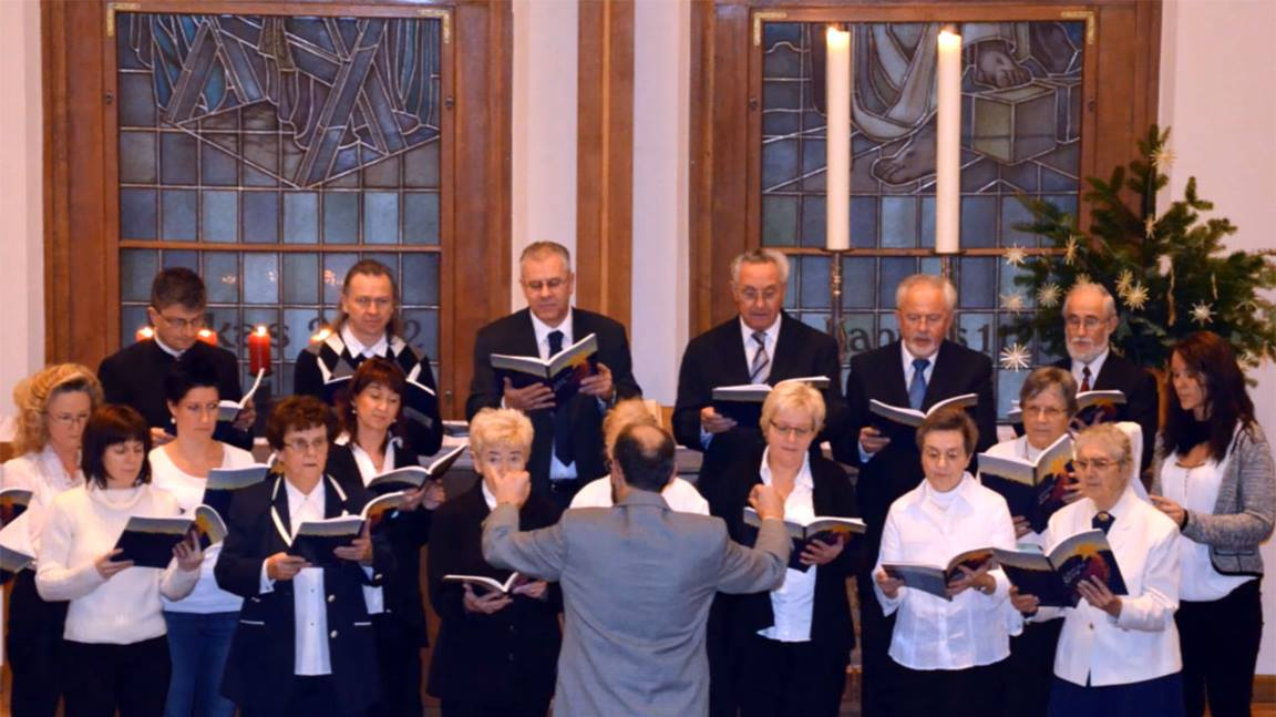 The choir at Plauen United Methodist Church in Sachsen, Germany, sings Christmas music. Photo courtesy of Klaus Ulrich Ruof.