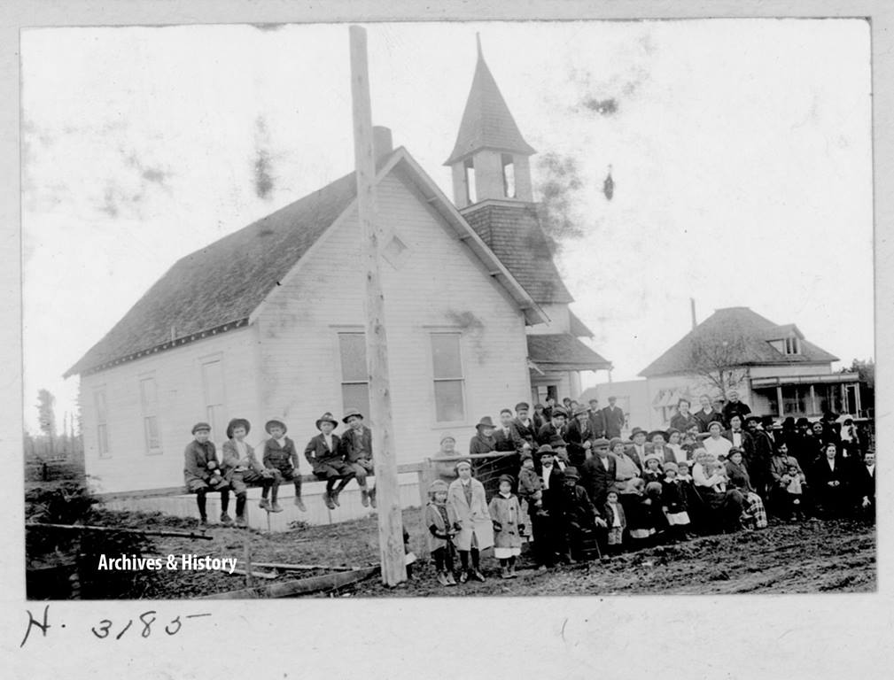 Members gather for a rural church picnic in Washington state in this undated photograph, which is part of The United Methodist Church's archive of historical items. Photo courtesy of the United Methodist Commission on Archives and History.