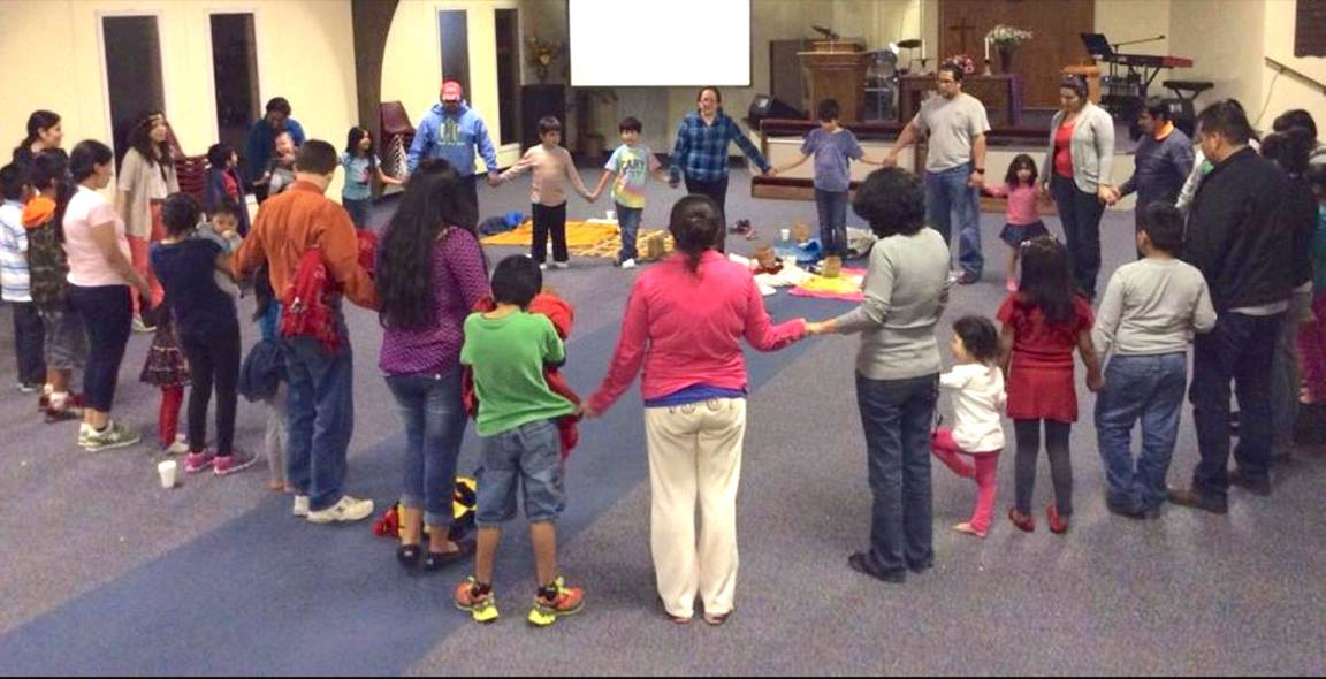 Members of Luz del Pueblo pray together. Photo courtesy of the Rev. Olinda Salazar-Veliz.