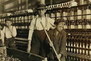 Image of factory workers. Courtesy of U.S. Library of Congress.