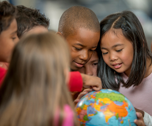 Learning with a globe