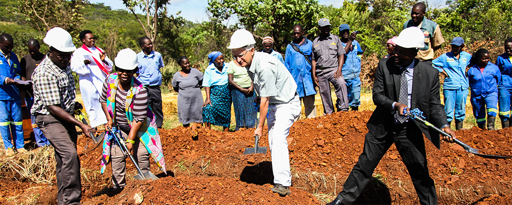 Africa University staff and student along with members of the Illinois Great Rivers Conference held a dedication ceremony to mark the commencement of the construction of a new farmhouse.