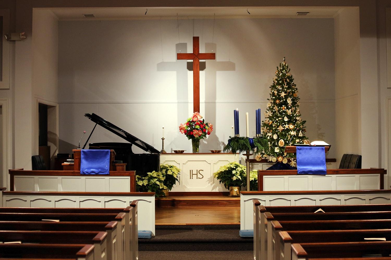 Blue altar cloths designate the Advent season at Glendale United Methodist Church, Nashville, Tenn. Photo by Steven Kyle Adair, United Methodist Communications.