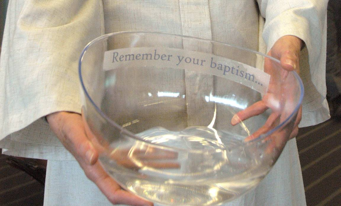 Delegates and guests are invited to remember their baptisms during the 2004 General Conference. Detail from photo by John C. Goodwin, UM News.