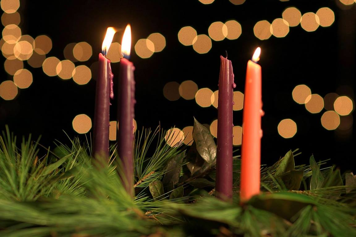 A wreath with three lit candles marks the third week of Advent. Photo by Kathleen Barry, United Methodist Communications.