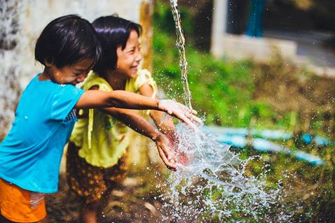 Young children playing in fresh water. An Advance image for the Did You Know page.