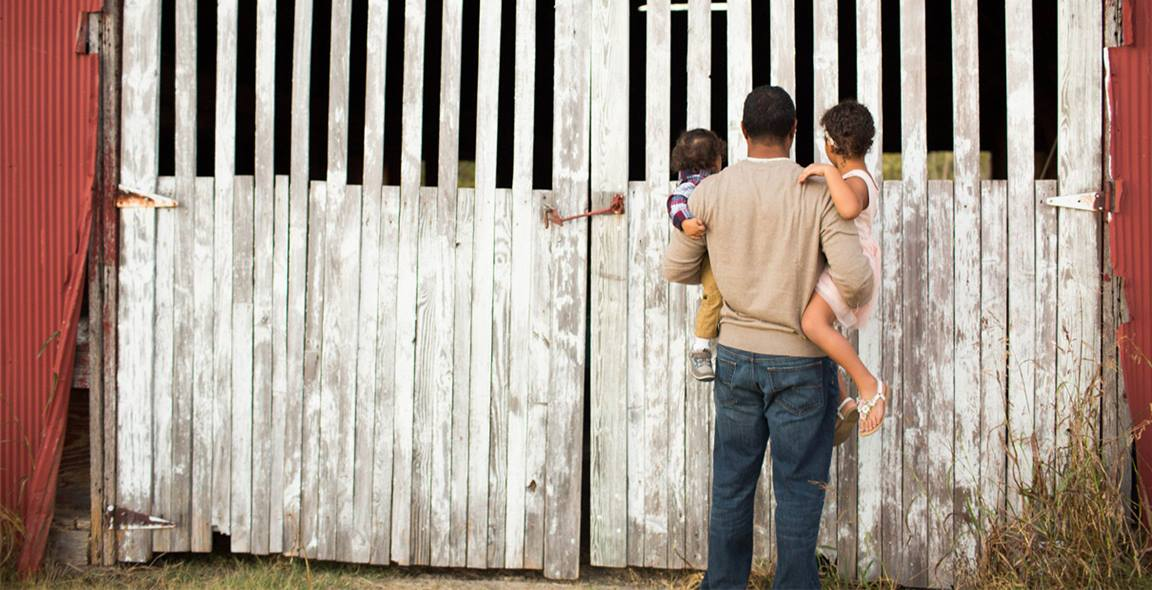 Sharing an adventure to a farm can be a great way for a dad to enjoy time with his children. Photo courtesy Molly Wantland, simplymphotography.com.