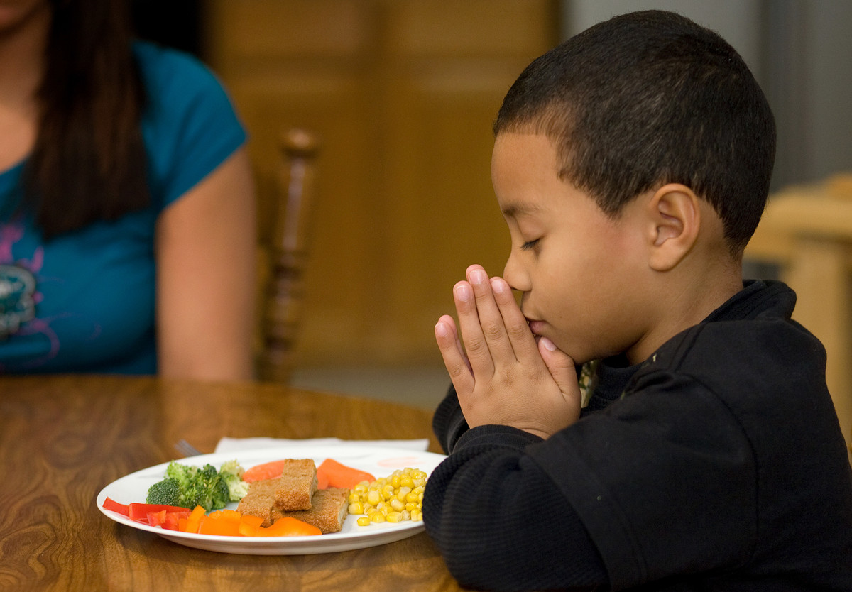 Mealtime Prayer, Photo by Mike DuBose UMNS