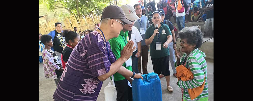 Manila Area Bishop Ciriaco Q. Francisco (left) and Jestril Alvarado, West Pampanga District superintendent, help distribute food to Aeta communities in Floridablanca in the Pampanga province of the Philippines. The United Methodist Committee on Relief issued a $100,000 grant to provide support for 860 indigenous families affected by a deadly earthquake.