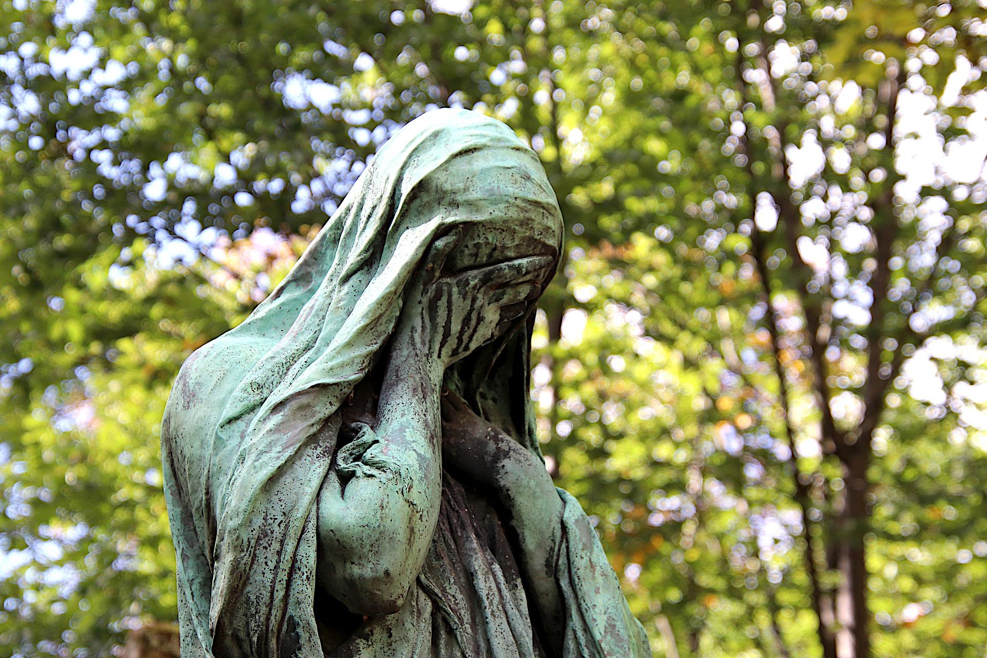 A COVID-19 mudou tudo, inclusive a forma como lamentamos e como confortamos aqueles que estão de luto. Imagem de Jacques Gaimard de Pixabay