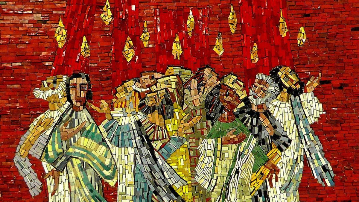 Esse mosaico no Pentecostes mostra o fogo como um elemento representativo do Espírito Santo. Foto: Holger Schué, cortesia do Pixabay.