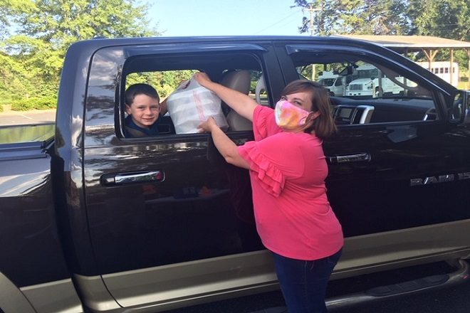 Families drive through at Mount Pleasant United Methodist Church to pick up VBS supplies and dinner. Photo courtesy of Mount Pleasant UMC.