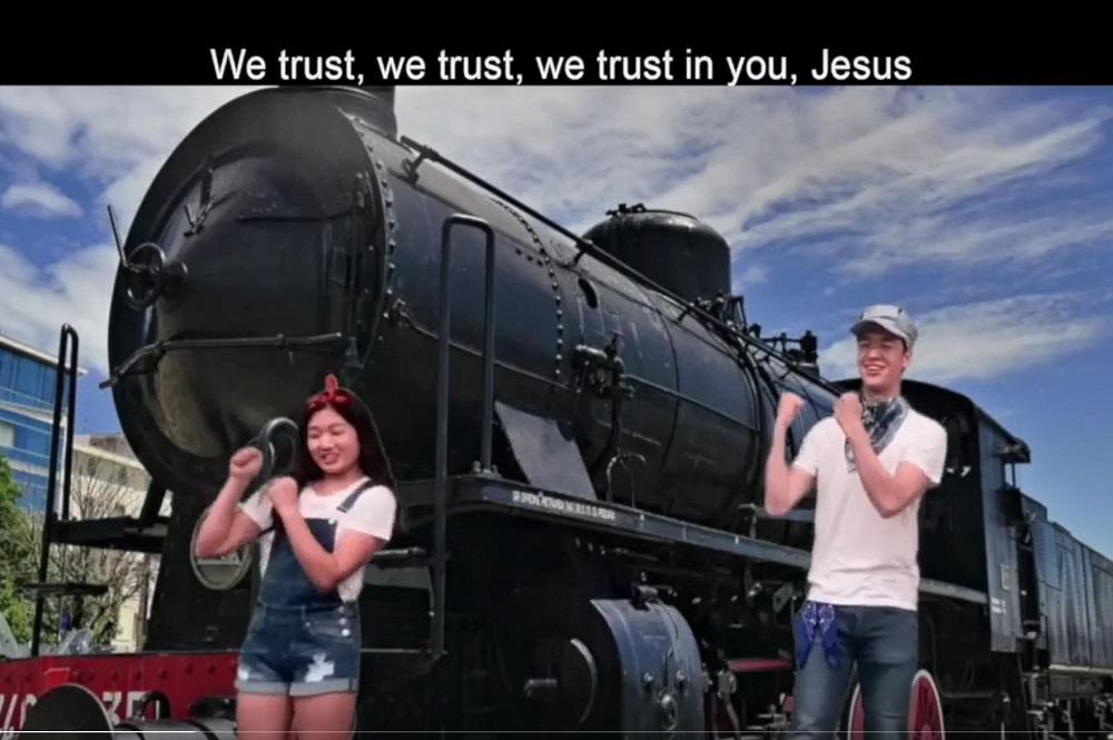 En réponse à la pandémie de coronavirus, la Children's Ministry Initiative, qui fournit des ressources aux Églises méthodistes unies coréennes en Amérique, a créé un ÉBV virtuel, avec des vidéos interactives de chants-a-longs.