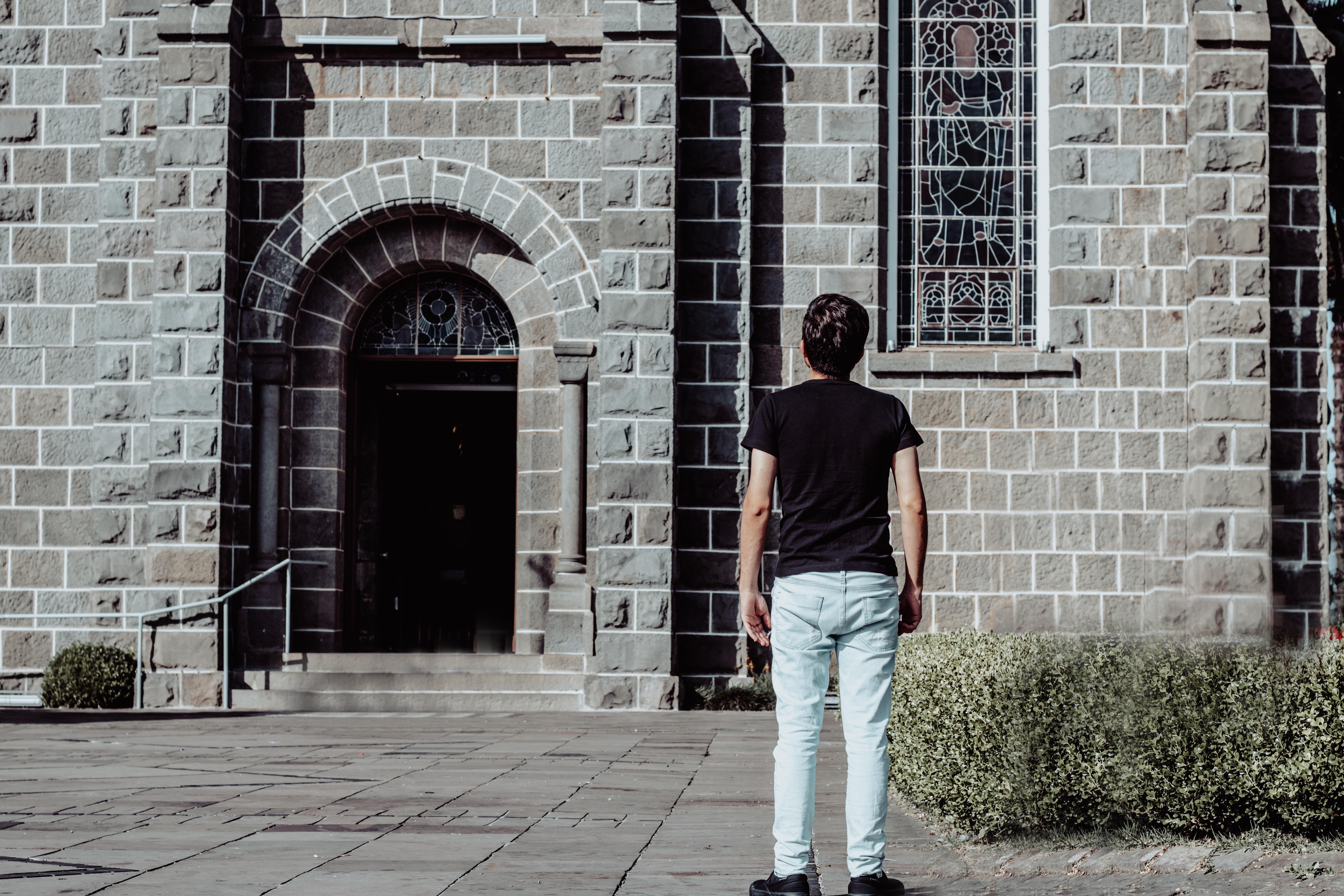 Buscando una iglesia