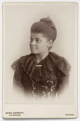 Un portrait d'Ida B. Wells-Barnett vers 1893. Épreuve à l'albumine argentique de la photographe américaine Sallie Garrity. Photo de la National Portrait Gallery (Muséenational du portrait), gracieuseté de Wikimedia Commons.