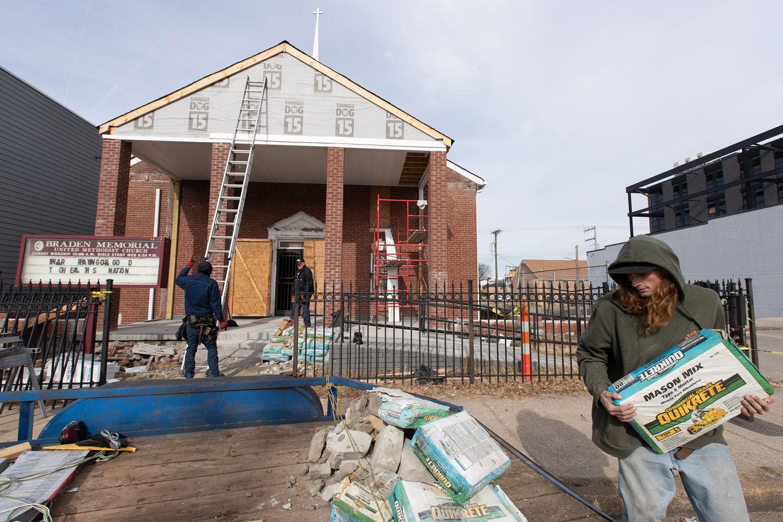 테네시주 내슈빌의 브레이든 메모리얼 연합감리교회는 2020년 3월 3일의 토네이도 피해로부터 계속해서 회복하고 있다. 사진: 마이크 두보스 제공, 연합감리교 공보부.