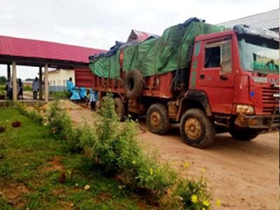 North Katanga offloads supplies from a big truck