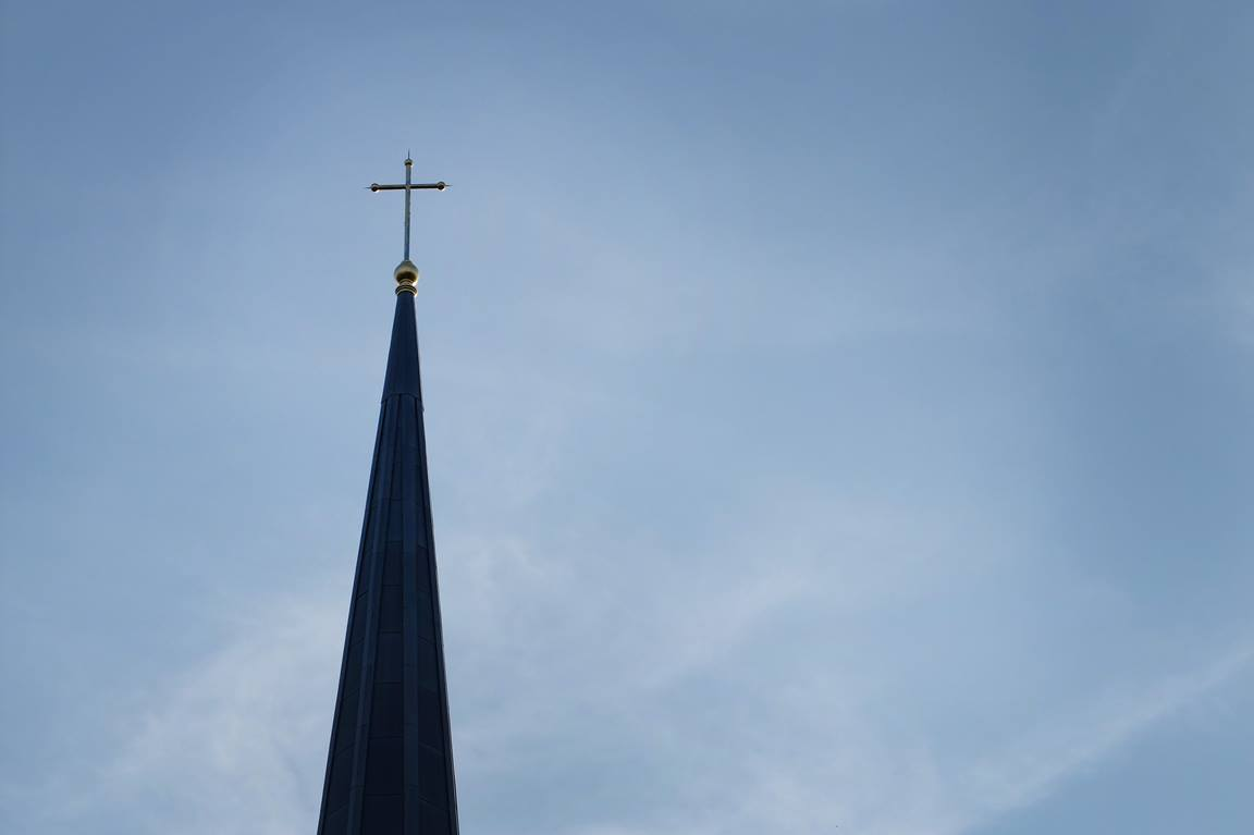 Cross atop the steeple of the chapel at Perkins School of Theology on the campus of Southern Methodist University in Dallas. Photo by Kathleen Barry, United Methodist Communications